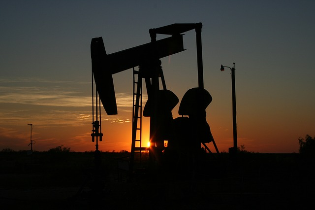 těžba ropy.jpg
