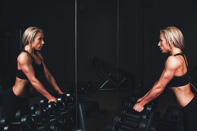 žena vo fitness centre.jpg