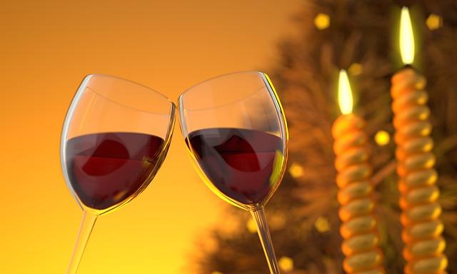 slávnostný prípitok s vínom
