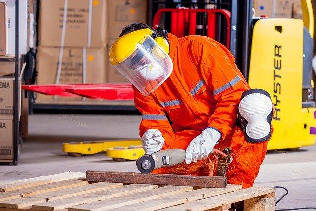 pracujúci muž
